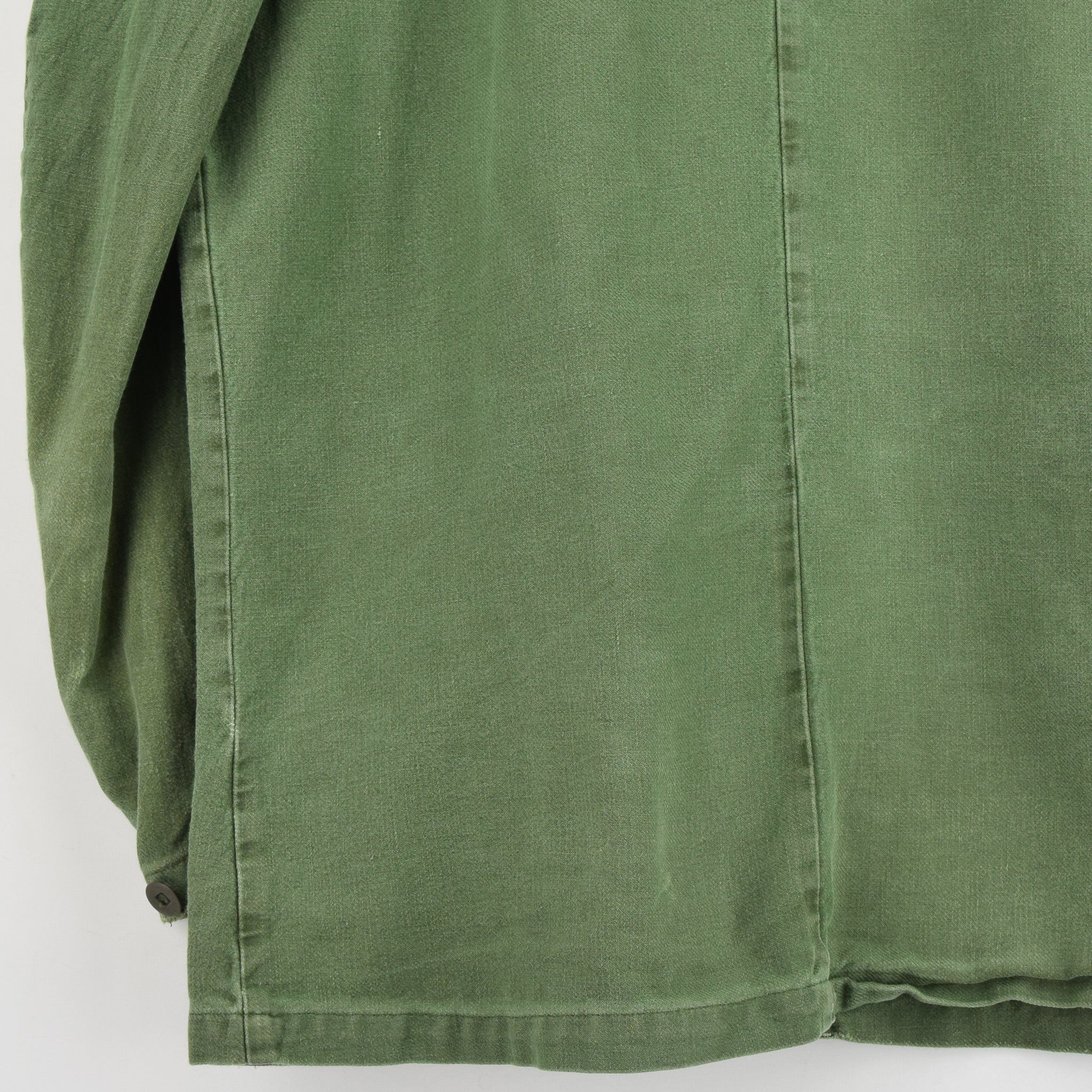Vintage Swedish Worker Style Distressed Green Military Cotton Field Jacket M / L back hem