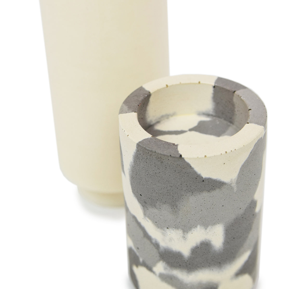 Concrete & Wax Amber Noir Candle And Snow Camo Concrete Holder Slim DETAIL