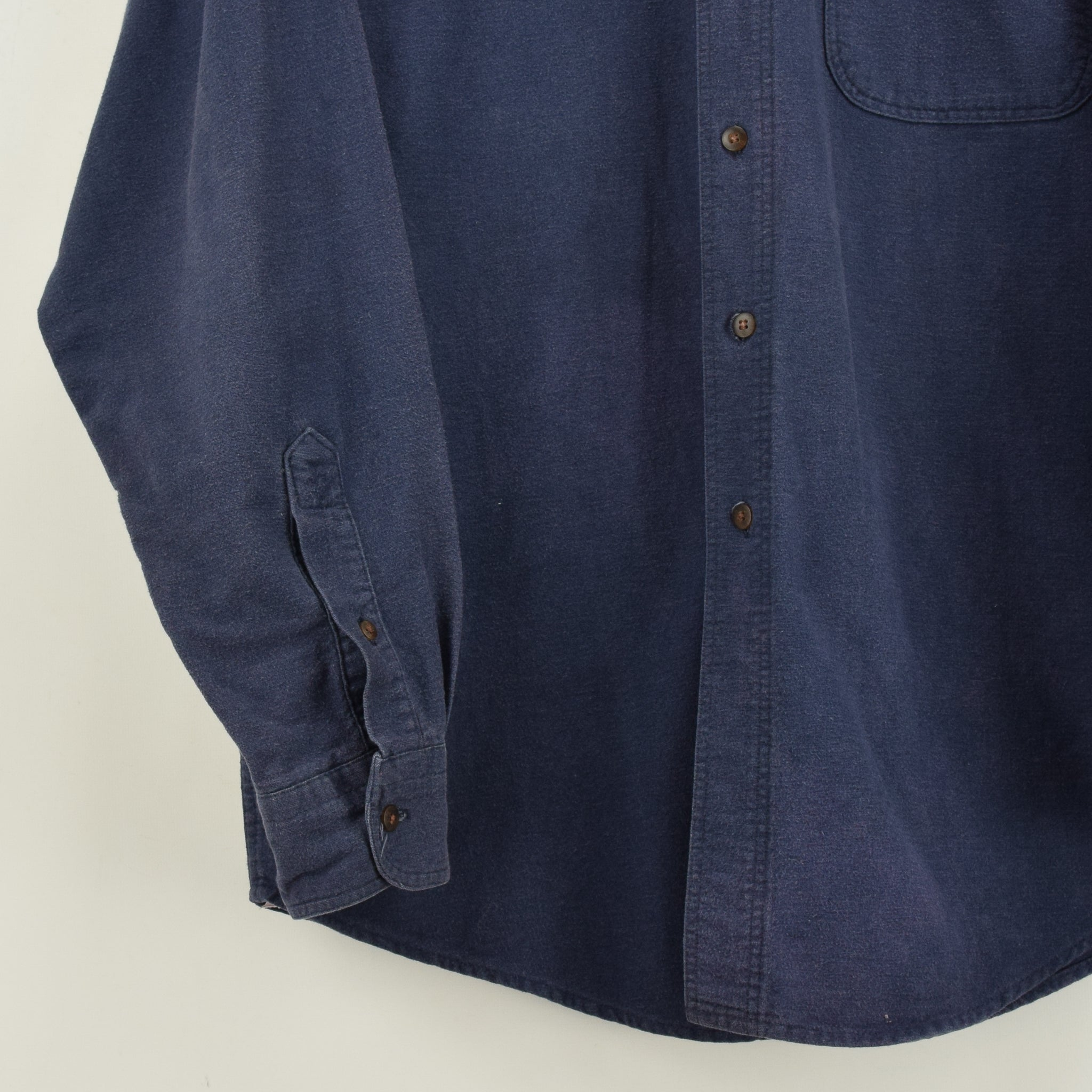 Vintage Woolrich Washed Navy Blue Long Sleeve Cotton Shirt Made in USA L front hem