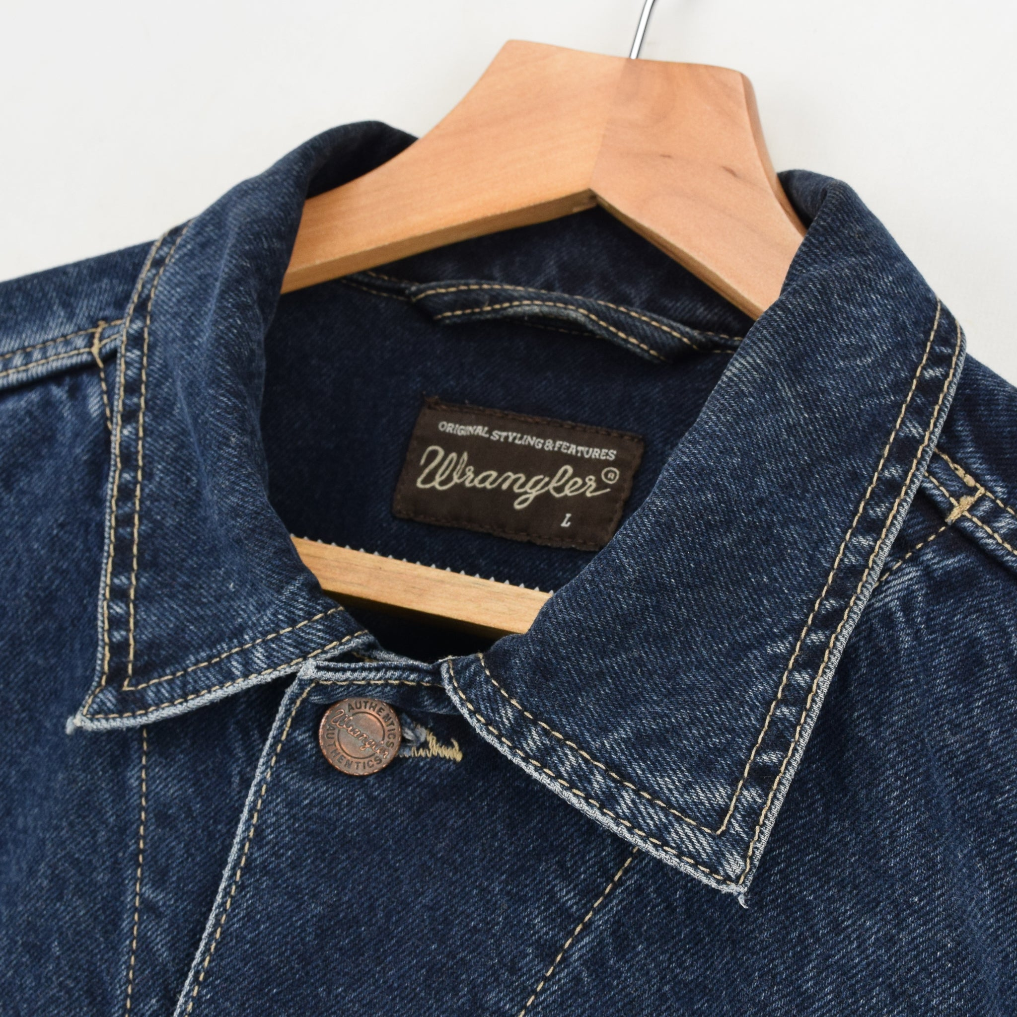 Vintage Wrangler Blue Denim Trucker Style Cotton Western Jacket M / L collar