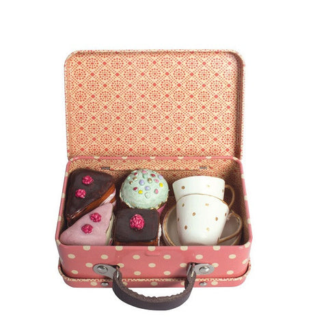 METAL SUITCASE WITH CUPS AND CAKES