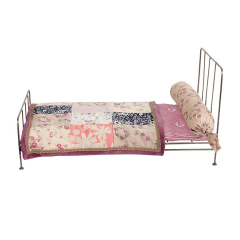 MEDIUM METAL BED