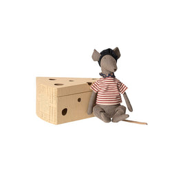 RAT IN CHEESE BOX - GREY