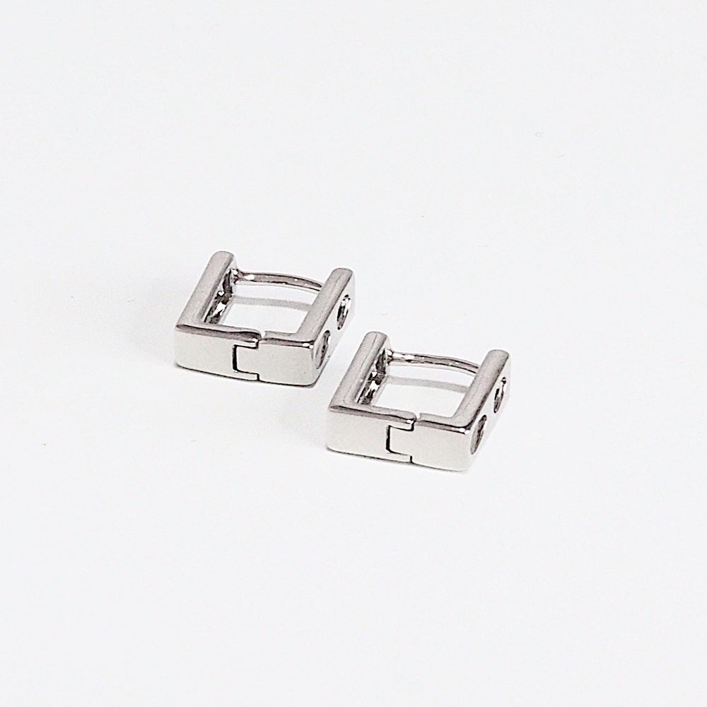 [INDIVIDUAL] The Chuck Huggies (925 Silver Stud)