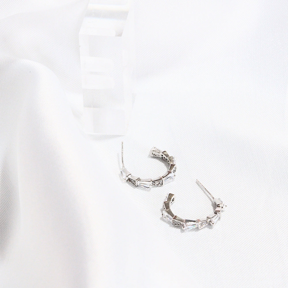 Harper Hoop Earrings (925 Silver Stud)