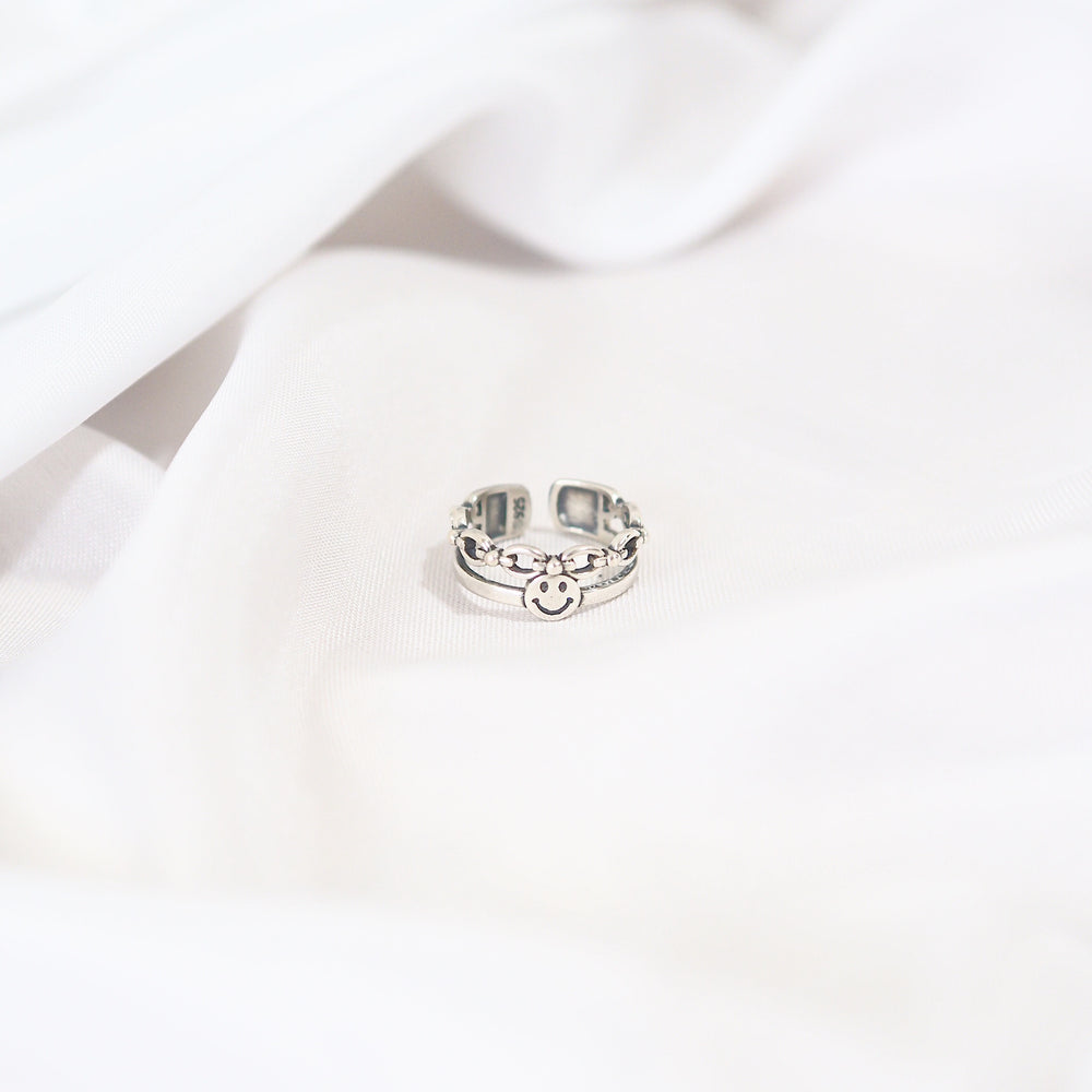The Smiley Ring (Chained) [silver]