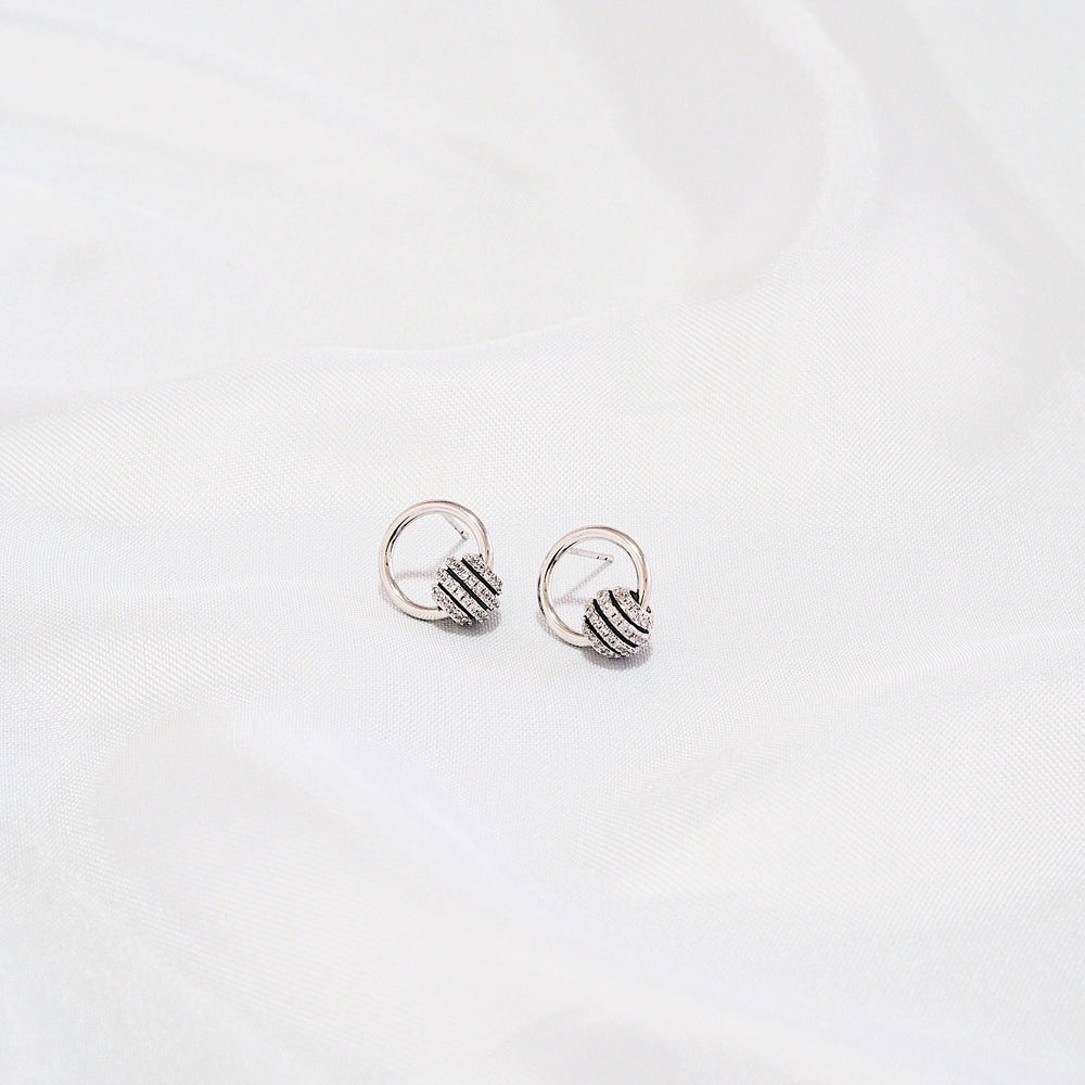 Billie Earrings (925 Silver Stud)