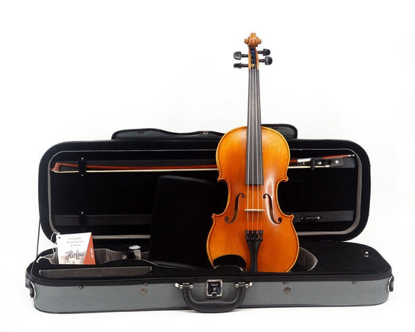 "Karl Höfner H11E ""Presto"" Violin Outfit including case, bow and violin from the front"
