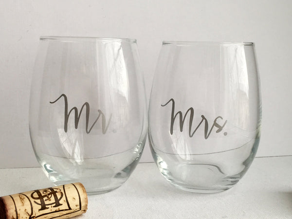 Mr. and Mrs. Wine Glasses Set