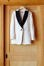 Load image into Gallery viewer, Wingtip 2 - Ivory Dinner Jacket