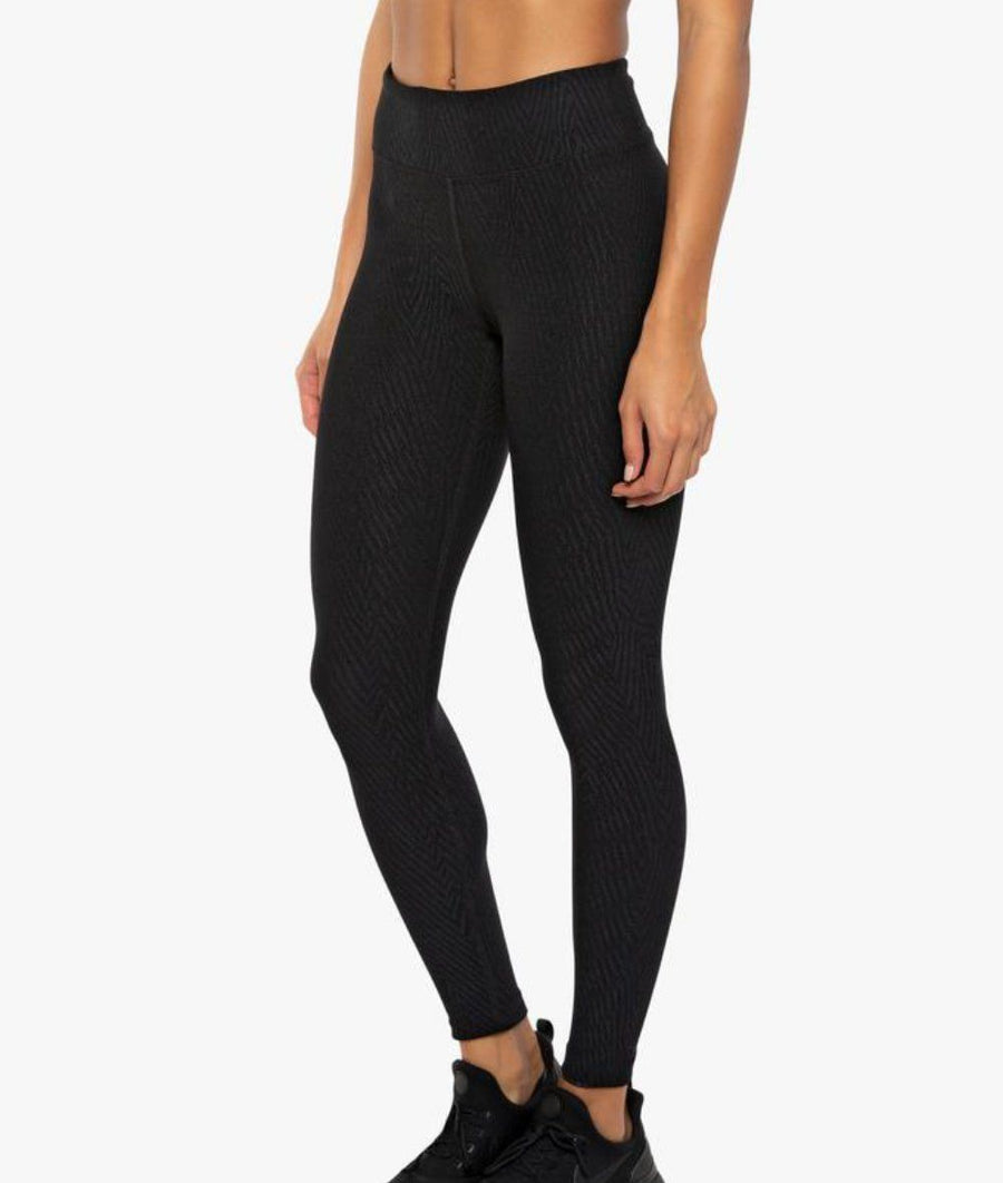 High waisted women gym legging in black. Compression technology with jacquard fabric, from My Gym Wardrobe.
