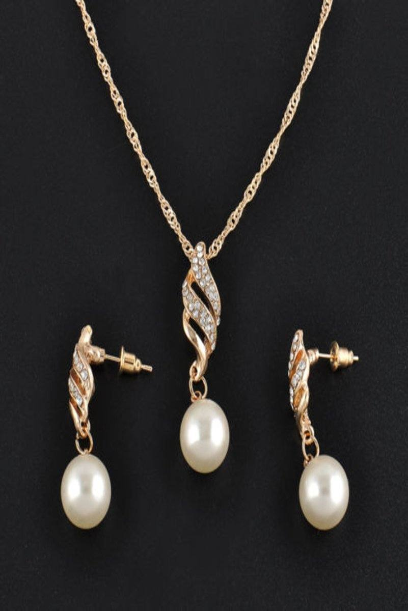 Pearl Earrings & Necklace Set