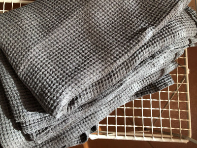 Dark Grey linen bath towel waffle, gift for men, large towel, bath towel for men, massage towel, sauna towel, woven towel, 100% linen towel