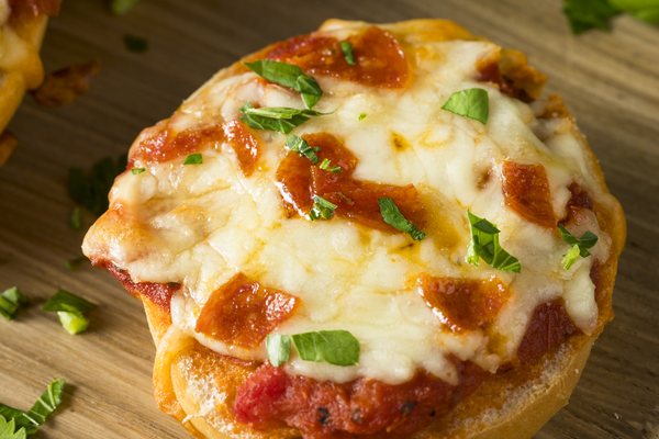 Flat Iron® Cheesy Pizza Bagels
