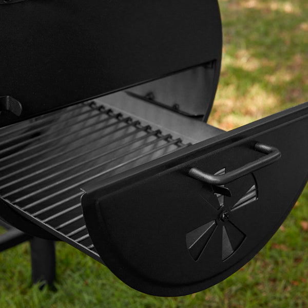 Smokin' Outlaw™ Charcoal Grill