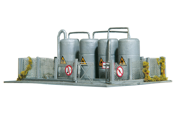60012 Warwick Oil Tanks, Building Kit (N-Scale)