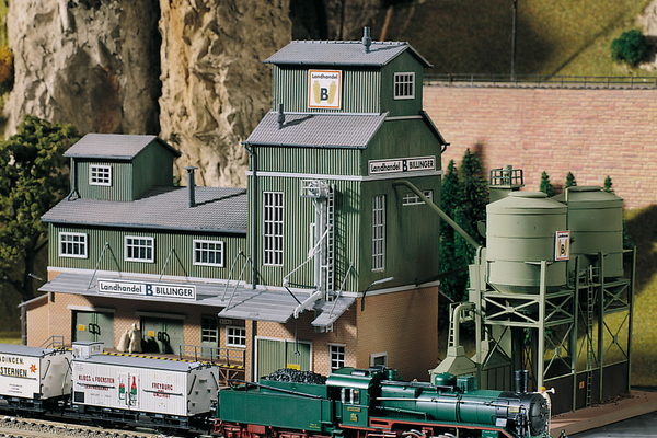 61115 Classic Line Billinger's Co-Op Silos, Building Kit (HO-Scale)