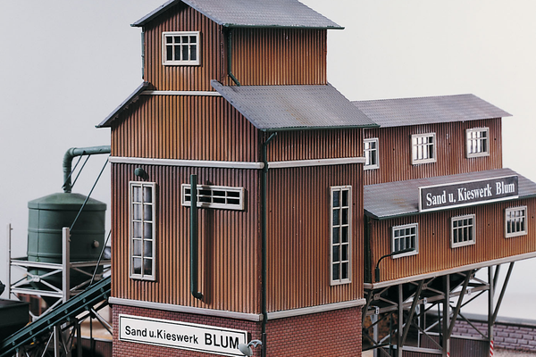 61124 Classic Line Sand Works Grading Tower, Building Kit (HO-Scale)