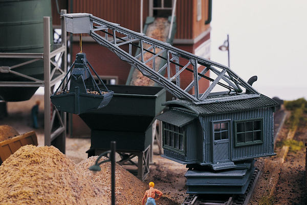 61126 Classic Line Sand Works Unloading Crane, Building Kit (HO-Scale)