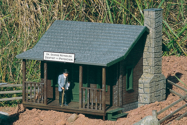62104 Dr Reynolds Country Home, Building Kit (G-Scale)