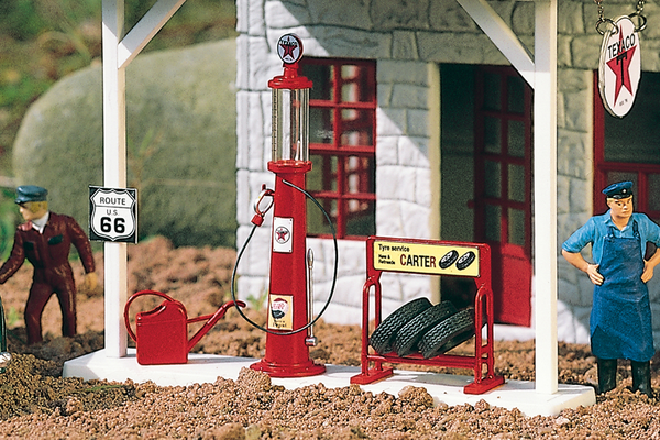 62286 TEXACO Gas Pump and Accessories (G-Scale)