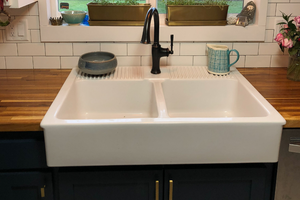 Worth the Splurge? All About the Pros and Cons of Farmhouse Sinks