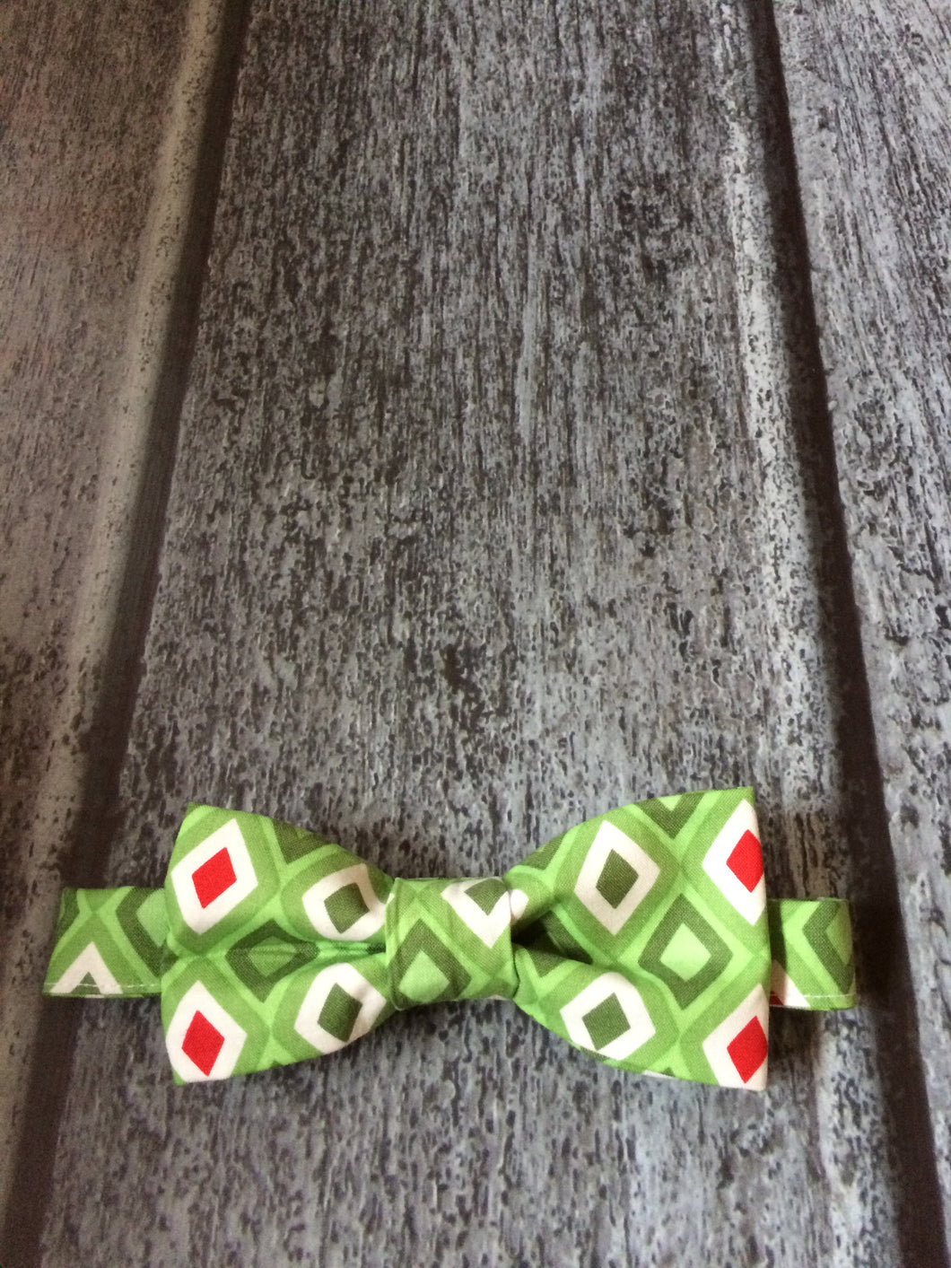 Bow Tie - Green/Red Diamonds