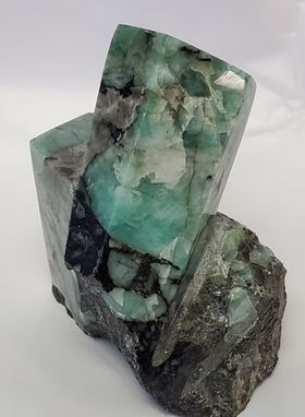 Emerald Sculpted