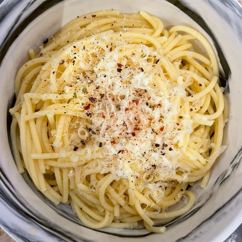 'TRY NOT TO EAT THE ENTIRE POT' CACIO E PEPE