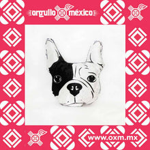 Bulldog Frances. Cojín decorativo diseñado y fabricado por manos mexicanas. Estampado por sublimación en una tela fusionada con algodón para brindarle resistencia y durabilidad. Ideal para exteriores. Lavar a mano o máquina. Axzido
