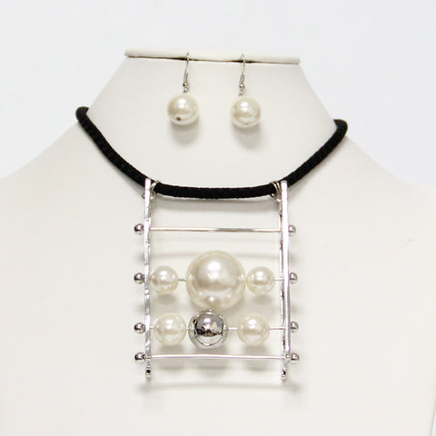 Fashion Pearls Necklace Set