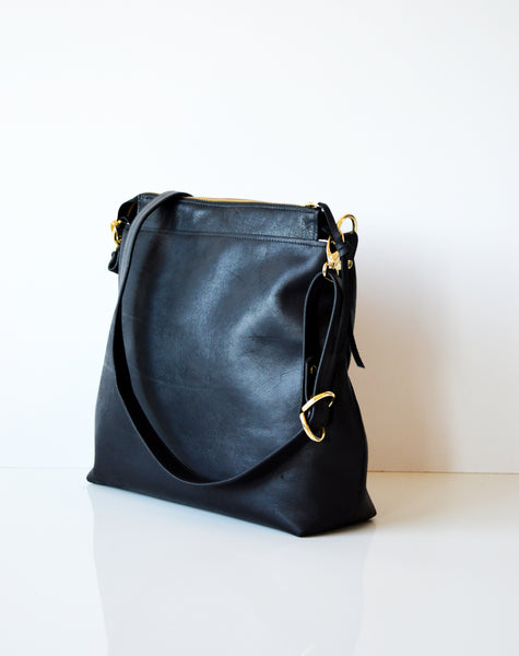 Leather hobo Black 4.jpg