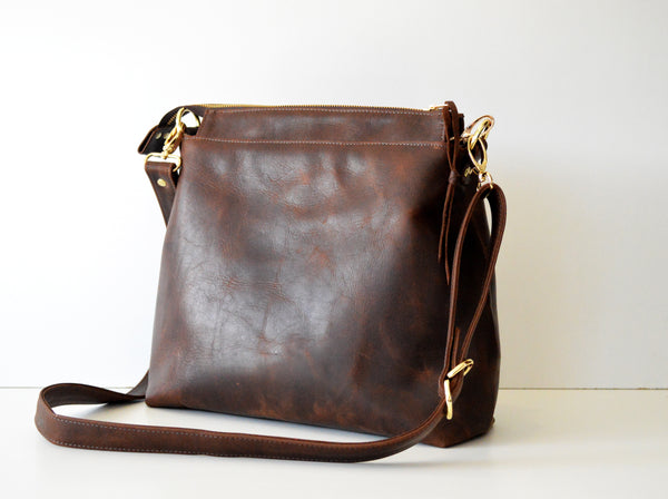 Leather hobo Dark Brown Antique 2.jpg