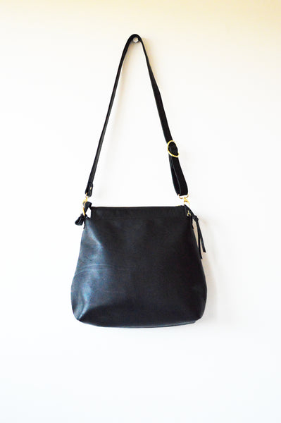 Leather hobo Black 1.jpg