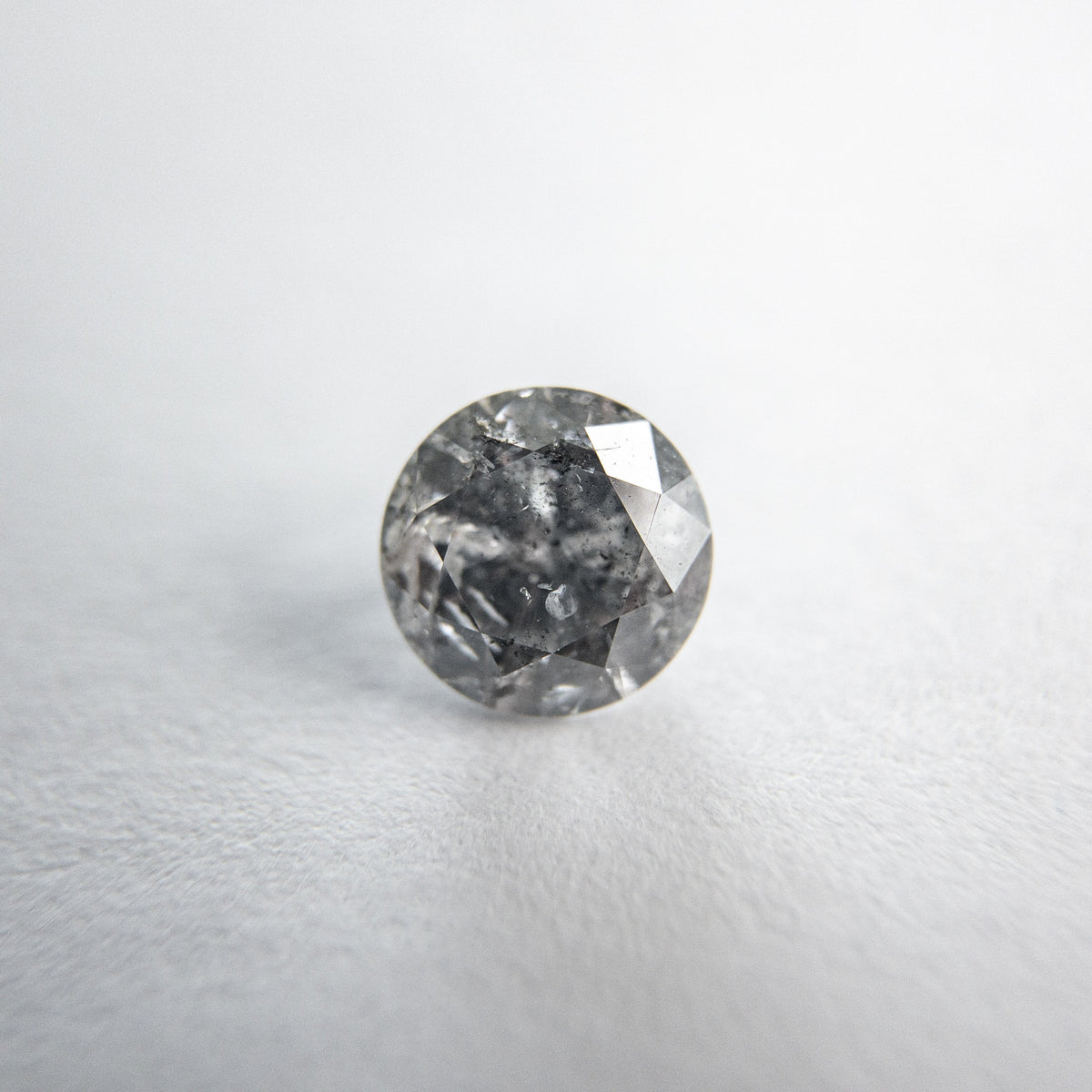 0.71ct 5.65x5.62x3.43mm Round Brilliant 18118-24