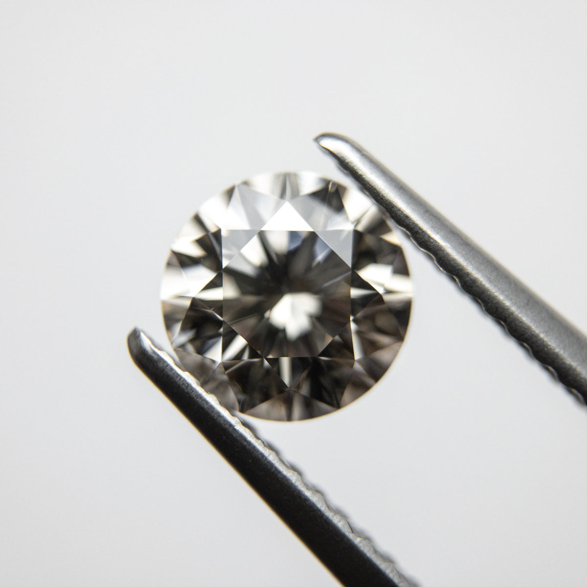 1.35ct 7.01x6.94x4.46mm Round Brilliant 18152-02