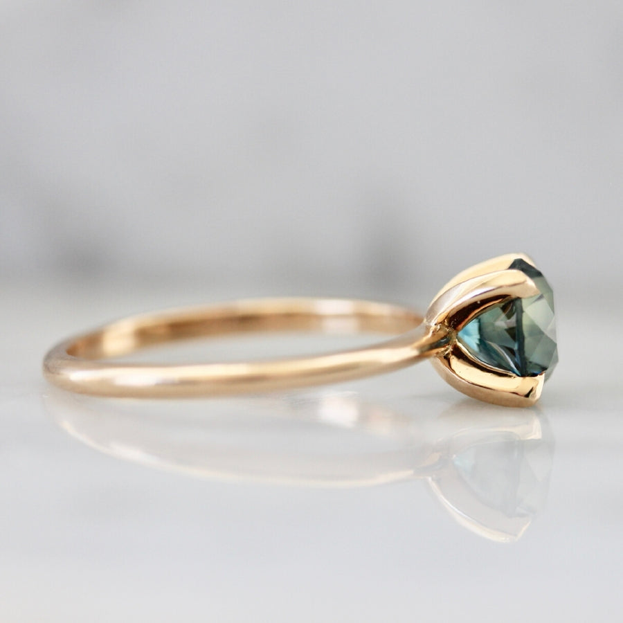 1.58 Carat Stella Bi-Color Blue-Green Round Cut Sapphire Ring in Peach Gold