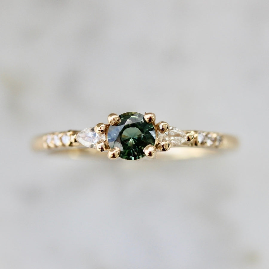 Giverny Dreams Green Round Brilliant Cut Sapphire Ring