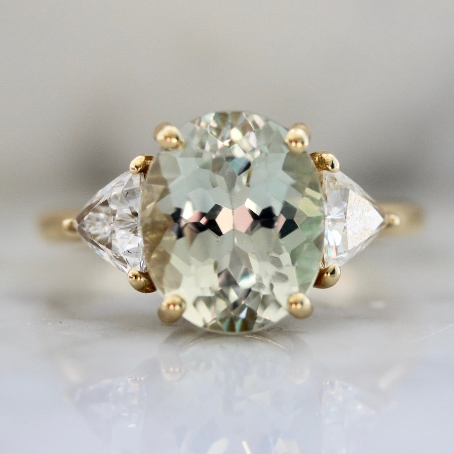 Remi Light Green Oval Cut Tourmaline Ring in Yellow Gold
