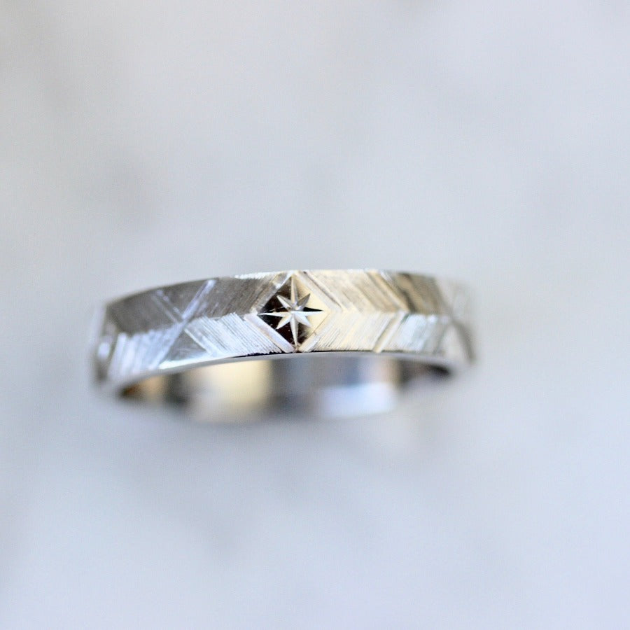 4mm Starburst Engraved Band