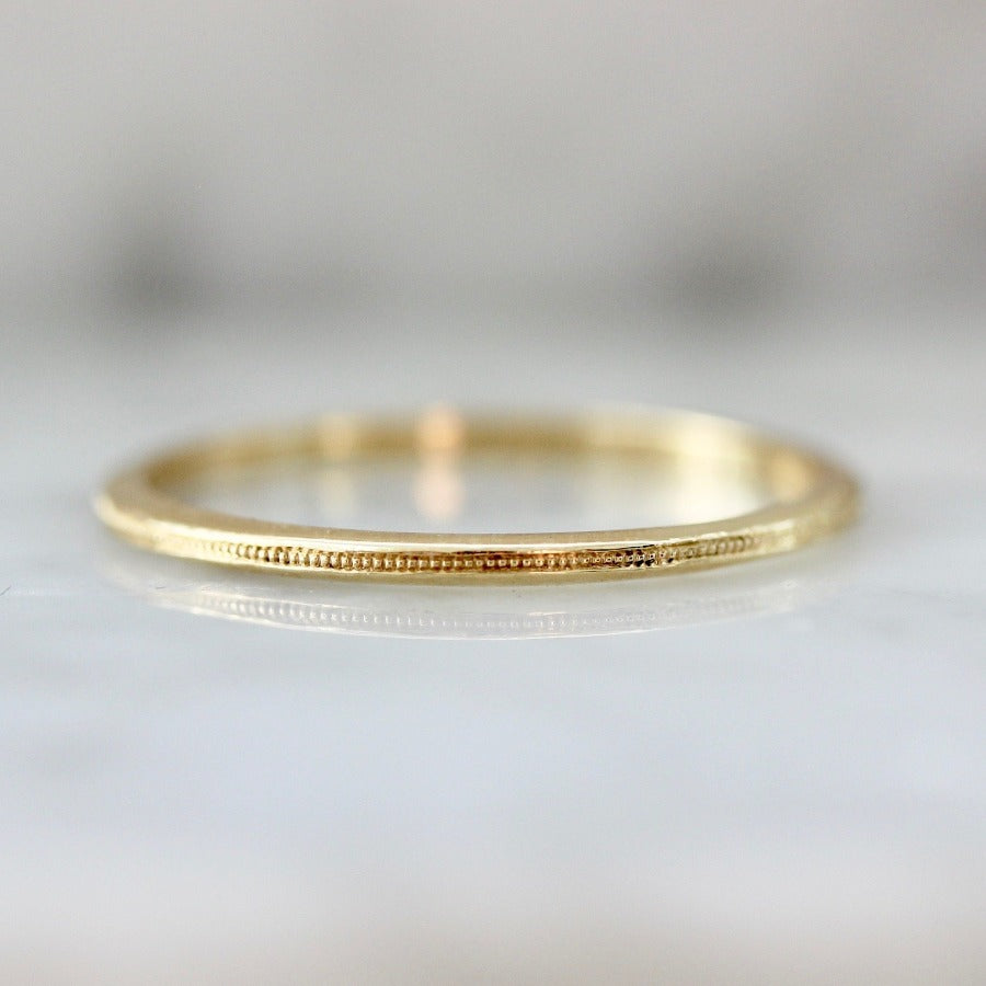 Stella With Milgrain 18k Gold Band