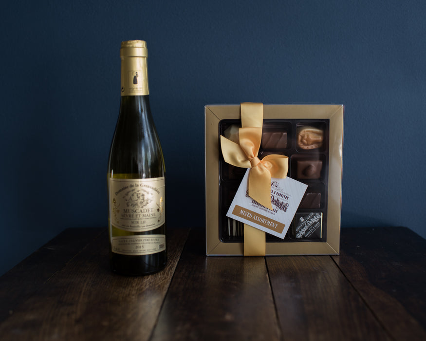 CHRISTMAS HAMPER CHOCOLATE & WINE