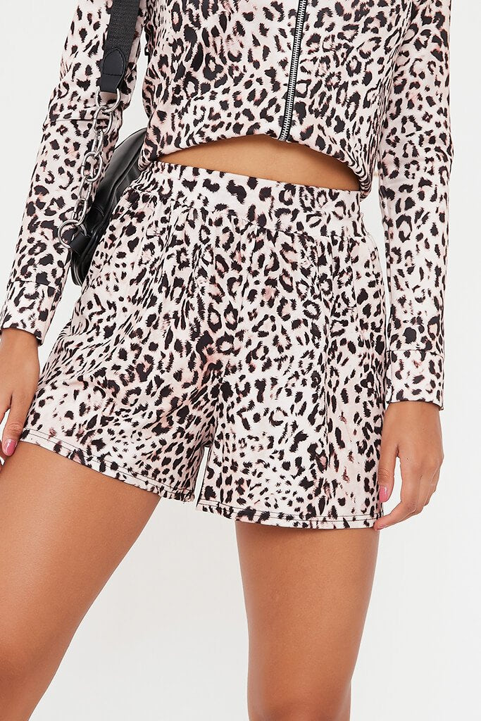 Leopard Printed High Waisted Loose Fit Shorts view 4