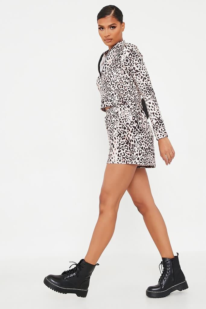 Leopard Printed High Waisted Loose Fit Shorts view 3