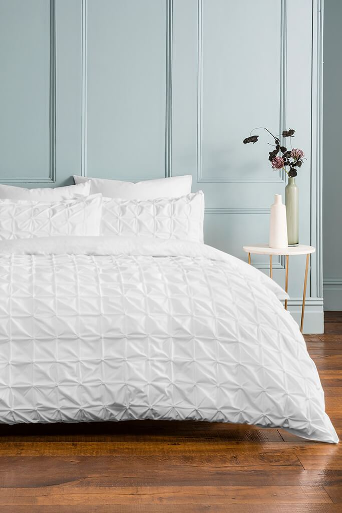 White King Size Set Ruched Pleat Bedding