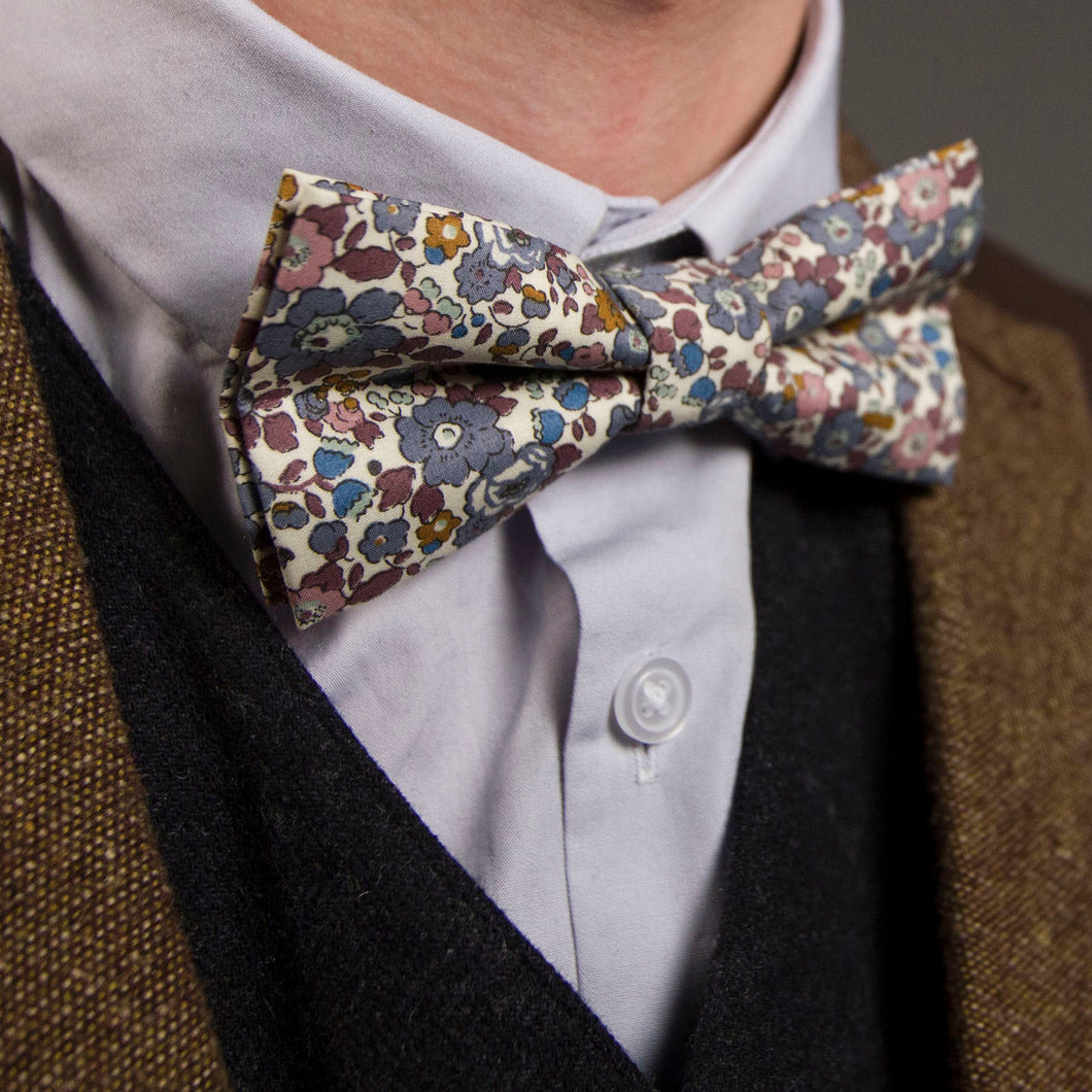 Wilson Liberty Print Bow Tie for the groomsmen