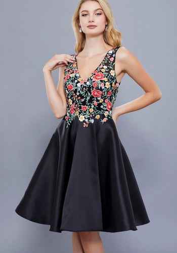 BLACK FLORAL EMBROIDERED SHORT V NECK DRESS