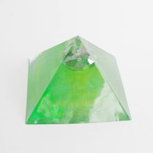 medium pyramid gems