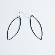 black marquise earrings (leaf)