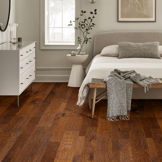 Anderson Tuftex Hardwood - Palo Duro Mixed Width - Hammer Glow Installed
